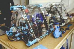3D-Drucker Vergleich - Bild von zwei 3D-Druckern